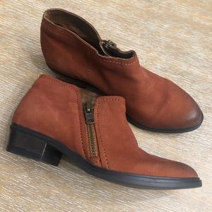 Crevo ankle booties